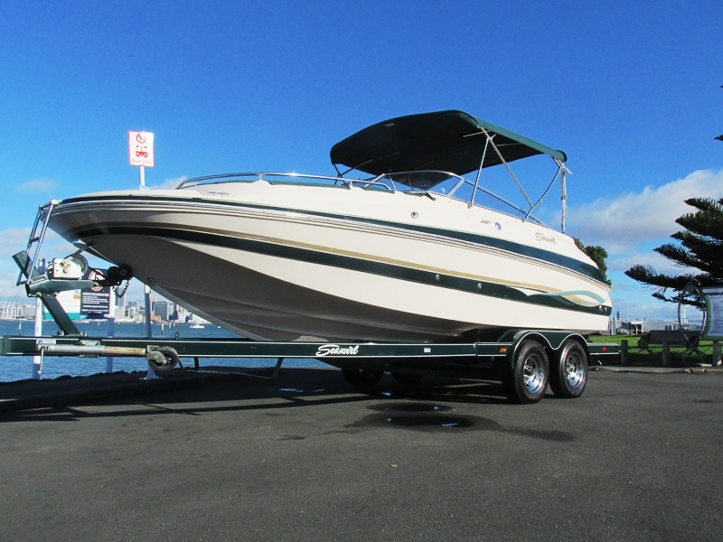 Seaswirl 210 deckbboat